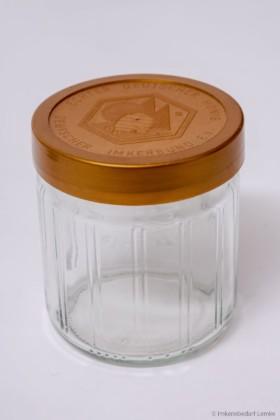 Gläser und Etiketten